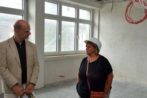 Schulleiterin Gabriele Büren hebt die wichtige Funktion ihrer Grundschule im Stadtteil hervor.