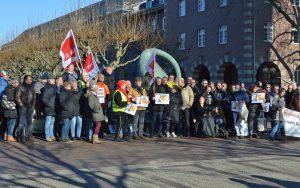 Knapp 100 Demonstranten